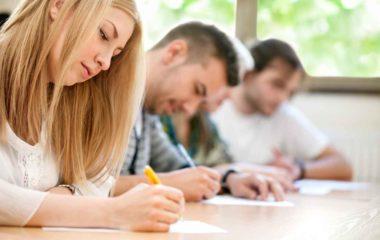 Avec les nombreux tests d'anglais existant, il n'est pas évident de savoir celui que vous devez passer en fonction de vos objectifs. En effet, le niveau de compétences requis n'est pas le même selon que vous projetiez de poursuivre vos études supérieures, de rechercher un emploi ou de vivre à l'étranger. On vous aide à […]