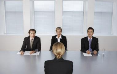 Ça y est, vous avez obtenu un entretien pour rencontrer finalement votre recruteur. Mais après la joie, le stress ! Ce type de rencontre ne s'improvise pas et vous avez tout intérêt à bien vous préparer. Par où commencer ? Quelle méthode adoptée ? Tour d'horizon sur les bonnes pratiques pour mener à bien votre […]