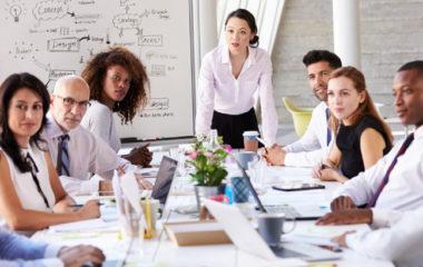 Le consultant est un professionnel indépendant ou travaillant au sein d'un cabinet. Il intervient auprès des entreprises pour des missions ponctuelles. Il peut opérer dans divers domaines tels les finances, la gestion, etc. Un consultant en management se spécialise dans le management d'entreprise. C'est un professionnel polyvalent dont le métier consiste à piloter la stratégie […]