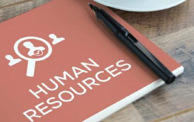 Le secteur des ressources humaines regroupe des métiers diversifiés qui, en fonction de la taille de l'entreprise, pourraient être occupés par une ou plusieurs personnes différentes. Ces métiers sont tous nécessaires au succès de l'entreprise ainsi qu'à son bon fonctionnement. Généralement, ils sont regroupés en 3 grandes catégories de métiers. Nous allons les découvrir dans […]