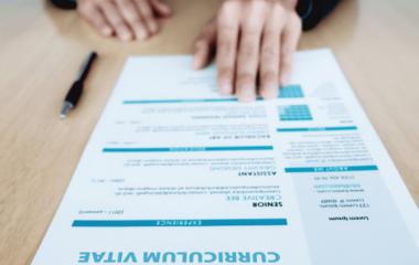 Rédiger un CV est un travail qu'il ne faut pas prendre à la légère, car de lui dépend la réussite de votre candidature. Il faut soigner le fond comme la forme. En parlant de contenus, il ne faut pas lésiner sur les atouts, bien sûr, à condition qu'ils concordent avec le poste recherché. Le permis […]