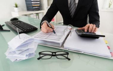 L'expertise-comptable a su tirer profit des évolutions technologiques de ces dernières années pour devenir un métier moderne aux multiples avantages. Vous rêvez d'exercer ce métier, mais vous avez peur des préjugés qui ont terni son image. Sachez que l'époque où les experts-comptables se terraient dans leurs bureaux, le nez plongé dans des livres de compte […]