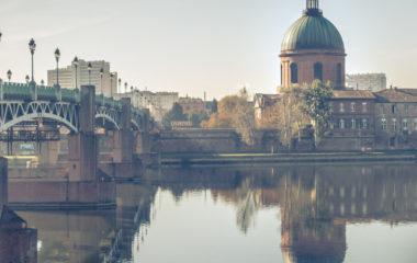 Après avoir obtenu votre premier diplôme, à savoir le bac, vous comptez maintenant poursuivre des études universitaires. Vous êtes d'ailleurs accepté à l'université de Toulouse. Il vous reste à trouver un logement pour étudiant. Plusieurs choix s'offrent à vous dans ce cas.