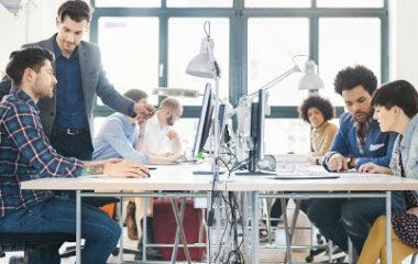 Auparavant négligé au profit de la performance, le bien-être au travail est depuis quelques années, au cœur des préoccupations des RH en entreprise, mais aussi des salariés. De nombreuses études ont prouvé que les actions en faveur du bien-être des équipes aboutissent à la fidélisation des collaborateurs ainsi qu'à un meilleur rendement. Mais sur quelles […]