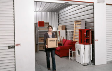 Permettant l'entreposage de vos meubles et de vos affaires encombrantes, la location de garde-meuble est une solution avantageuse aussi bien pour les particuliers que les entreprises. Quelle que soit la raison qui vous pousse à opter pour cette solution de stockage, n'hésitez pas à faire appel à un professionnel spécialisé dans le domaine.