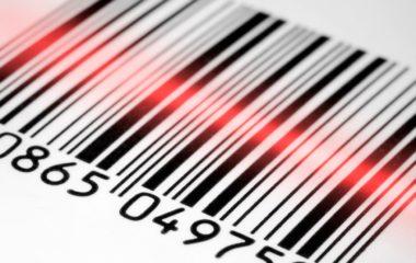 Le code-barre fait partie de notre quotidien depuis plus d'un demi-siècle. Utilisé généralement dans le commerce, le code-barre s'avère être un outil efficace pour identifier un produit. Mais son utilisation ne s'arrête pas là. Zoom sur le code-barre et ses avantages.
