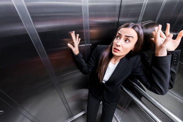 Claustrophobie : que faire si l'on doit chaque jour prendre l'ascenseur ?
